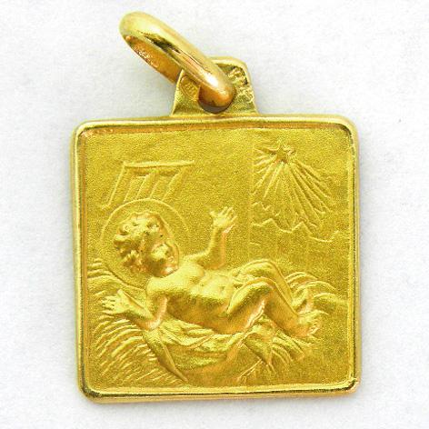 medalla niño entre pajas cuadrada con bisel oro amarillo