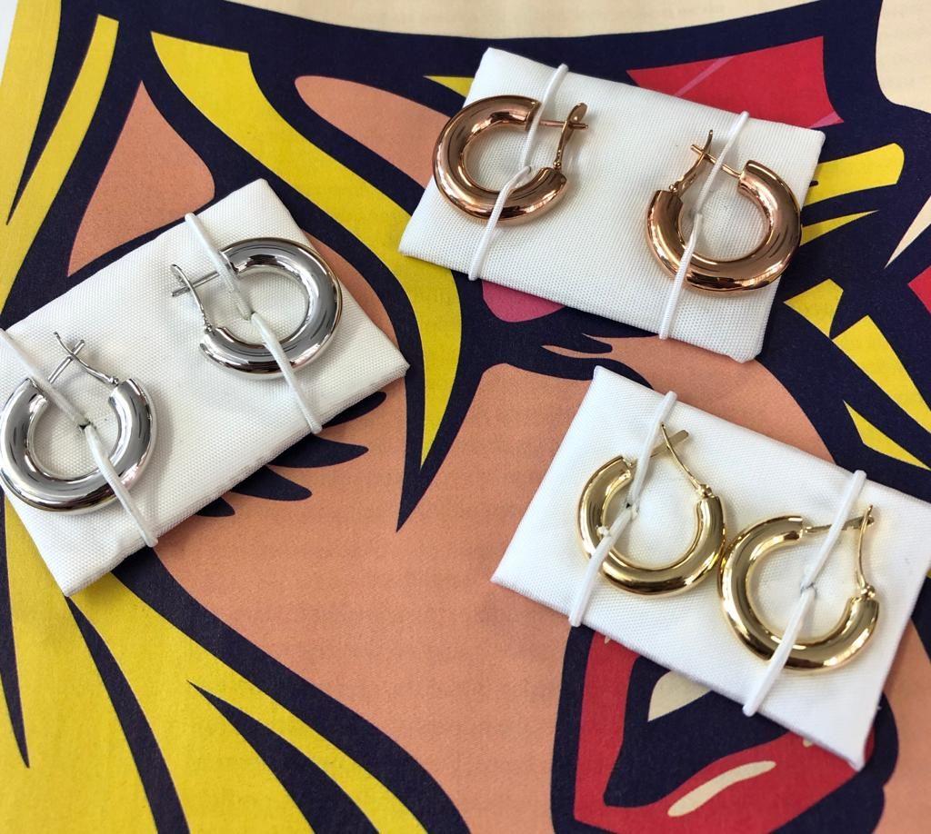 Distintas criollas (o aros) con cierre catalán, en oro amarillo, blanco y rosa.