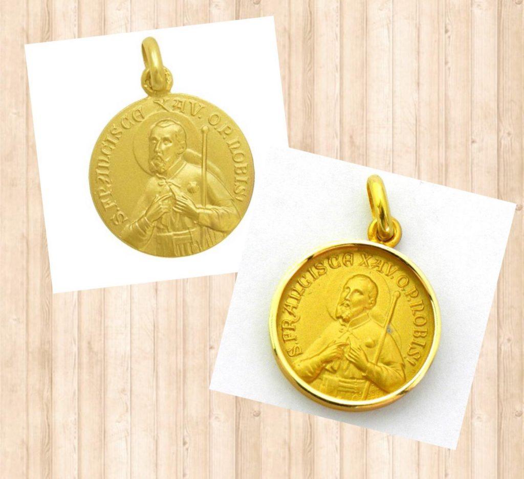 Distintas medallas de San Francisco Javier, una con bisel y la otra si, disponibles en distintos tamaños.